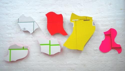 Herde-Prinzip, bedruckte Pappe, 2002