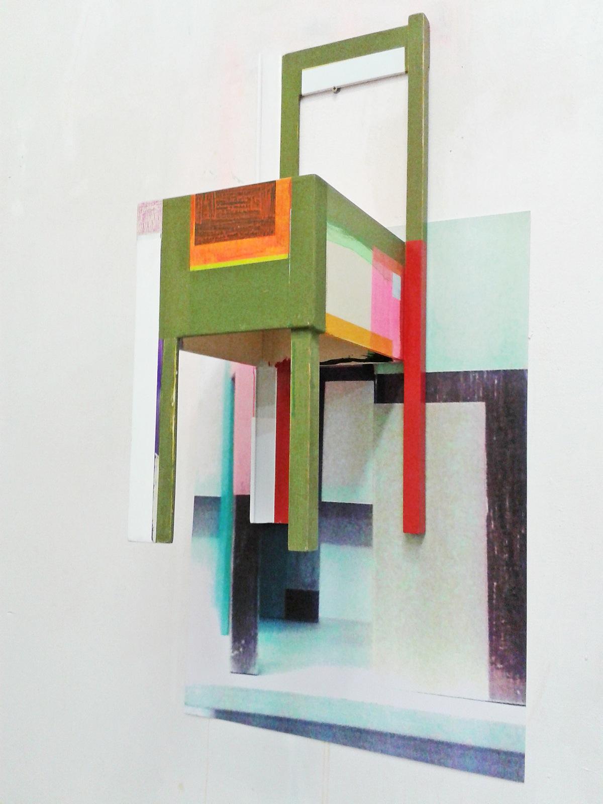 Installation mit Sitzskulptur und Plakat