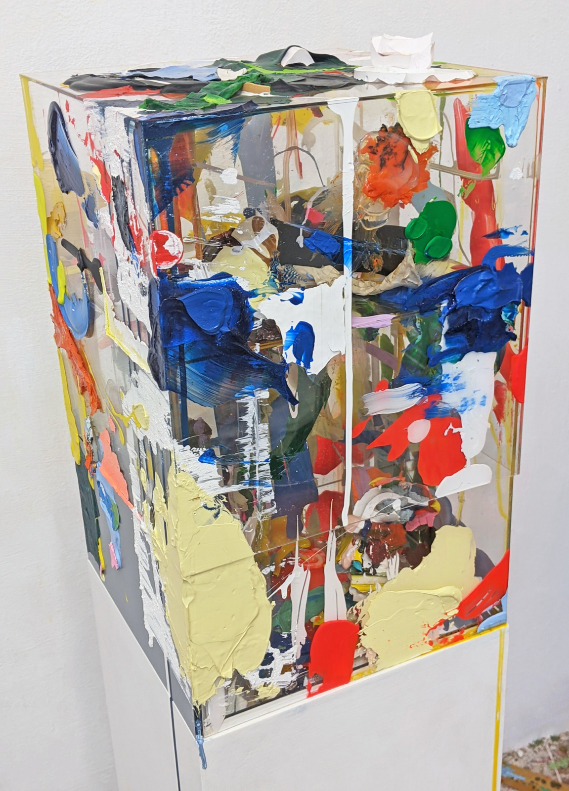 Farbstele nah, 30x30x120 cm, Acrylfarbe, Holz, Plexi, 2017