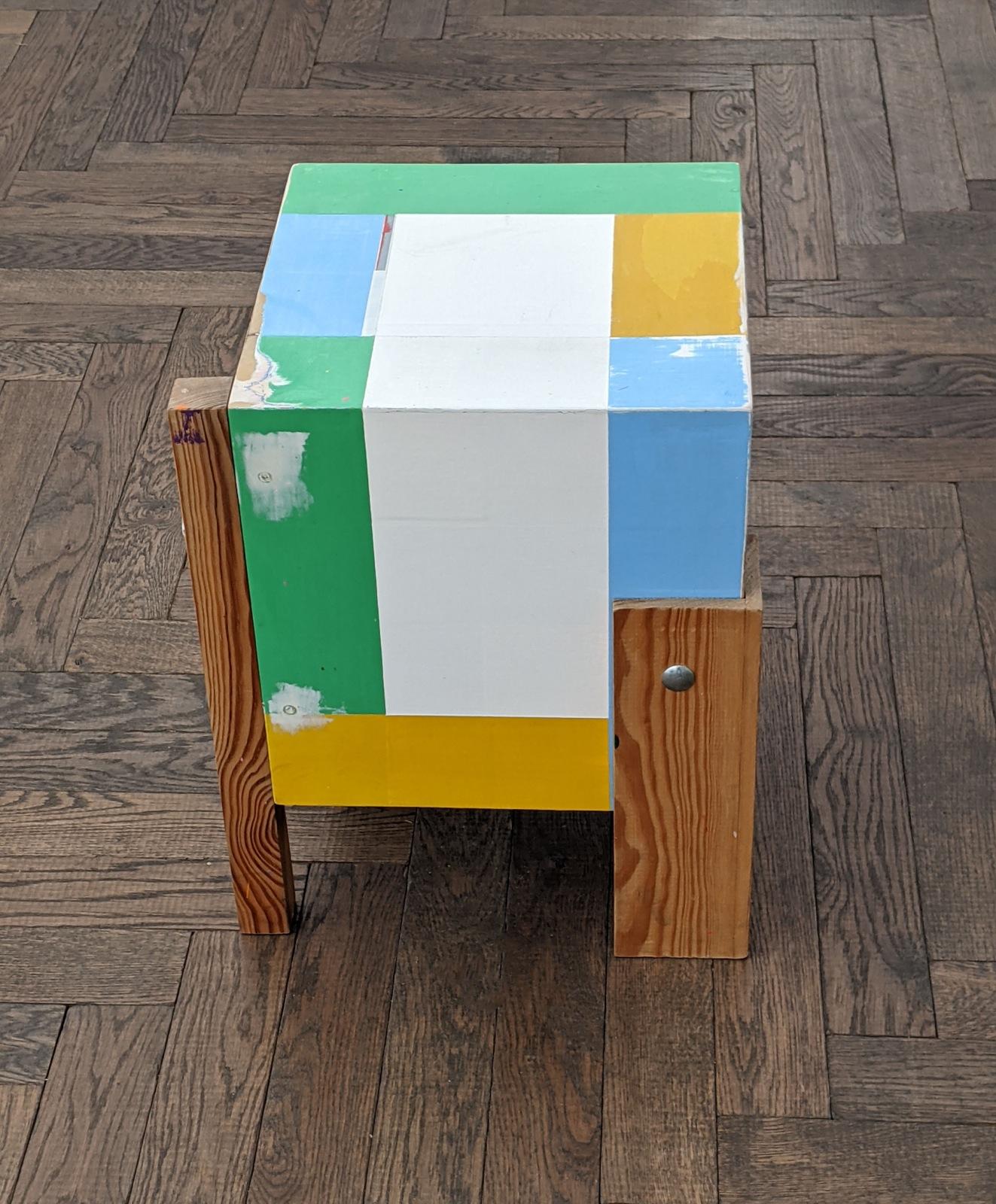 """Stehender Würfel"", 30x30x44 cm, Acrylfarbe, Holz, Metallschrauben, 2011"