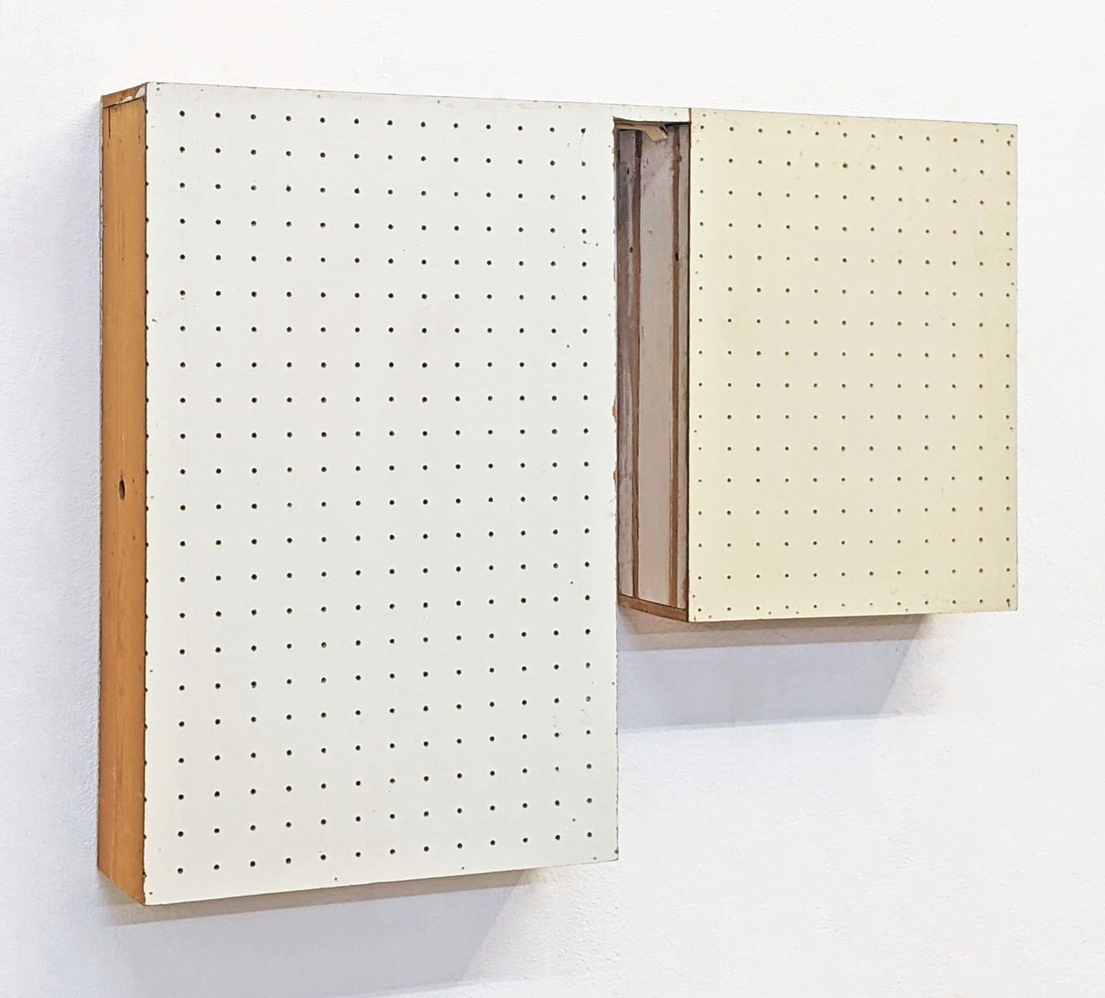 """""""Das Paar"""", 58x71x13 cm, div.gelochte Presspappen, Holz, 1993"""