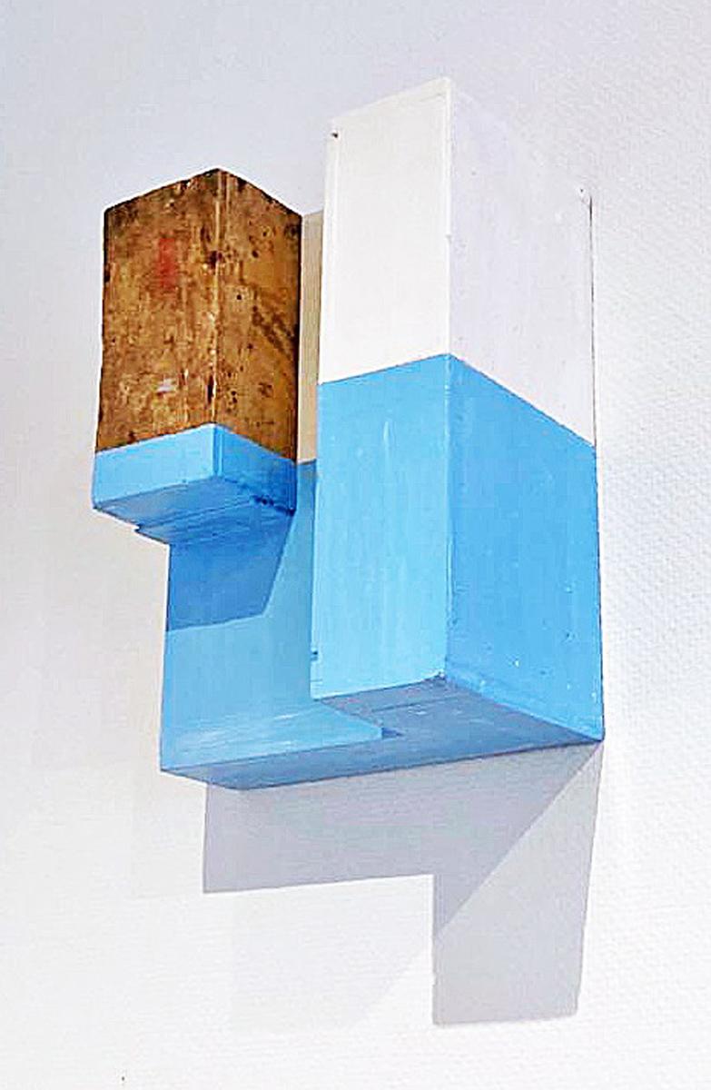 """Living upside"", 41 x 29 x 16 cm, Acrylfarbe, Holz, 1996"